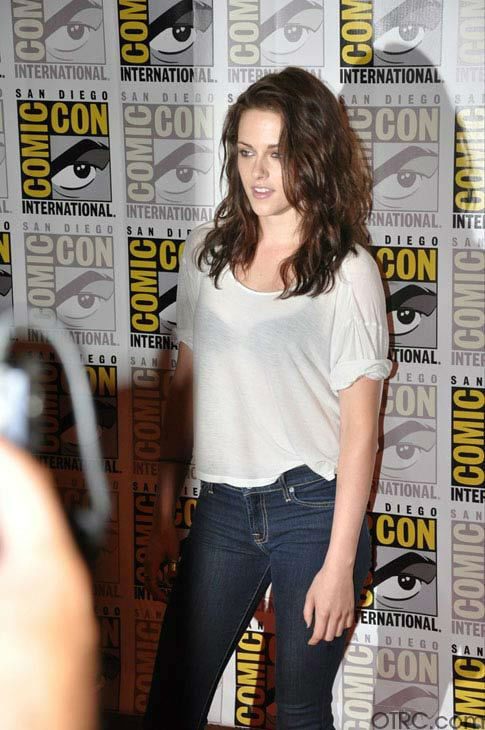 "<div class=""meta image-caption""><div class=""origin-logo origin-image ""><span></span></div><span class=""caption-text"">Kristen Stewart from 'The Twilight Saga' appears in a photo at Comic-Con in San Diego on Thursday, July 21, 2011. (OTRC Photo)</span></div>"