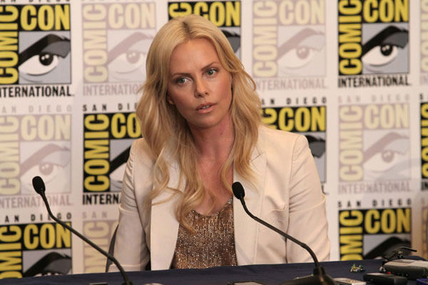 "<div class=""meta ""><span class=""caption-text "">Charlize Theron takes questions during the 'Prometheus' press conference at Comic Con in San Diego, CA on Thursday July 21, 2011. (Alex J. Berliner/ABImages)</span></div>"