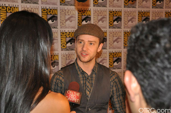 "<div class=""meta ""><span class=""caption-text "">OnTheRedCarpet.com co-host Rachel Smith interviews Justin Timberlake from 'In Time' at Comic-Con in San Diego on Thursday, July 21, 2011. (OTRC Photo)</span></div>"