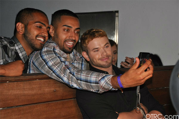 "<div class=""meta ""><span class=""caption-text "">Kellan Lutz from 'The Twilight Saga' poses with fans at the Summit Comic-Con party sponsored by Butterfinger at the Hard Rock Hotel in San Diego on Thursday, July 21, 2011. (OTRC Photo)</span></div>"