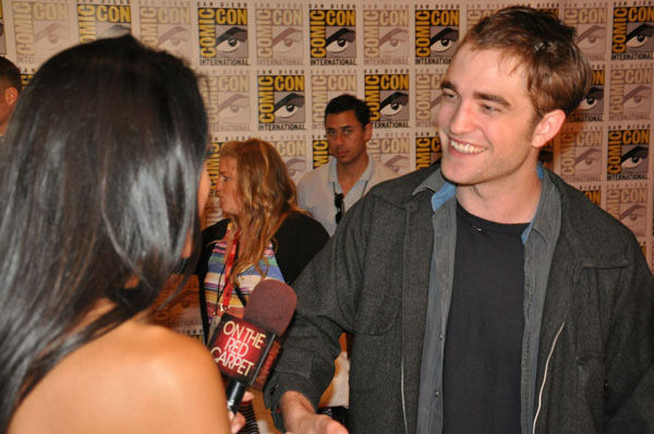 OnTheRedCarpet.com co-host Rachel Smith interviews Robert Pattinson from &#39;The Twilight Saga&#39; at Comic-Con in San Diego on Thursday, July 21, 2011. <span class=meta>(OTRC Photo)</span>