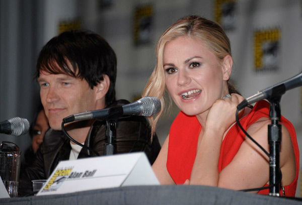"<div class=""meta image-caption""><div class=""origin-logo origin-image ""><span></span></div><span class=""caption-text"">Actor Stephen Moyer and actress Anna Paquin appear at a panel for the television show 'True Blood' at the Comic-Con International 2011 convention held in San Diego Friday, July 22, 2011. The annual comic book and popular arts convention attracts over 100,000 people and runs through Sunday July 24.  (AP Photo/ DENIS POROY)</span></div>"