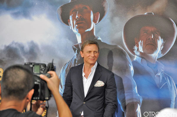 "<div class=""meta image-caption""><div class=""origin-logo origin-image ""><span></span></div><span class=""caption-text"">'Cowboys & Aliens' actor Daniel Craig appears at the film's premiere at San Diego Comic-Con on Saturday, July 23, 2011. (OTRC Photo)</span></div>"