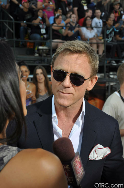 &#39;Cowboys &#38; Aliens&#39; actor Daniel Craig talks to OnTheRedCarpet.com co-host Rachel Smith at the film&#39;s premiere at San Diego Comic-Con on Saturday, July 23, 2011. <span class=meta>(OTRC Photo)</span>