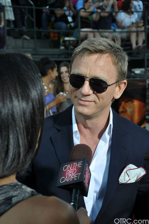 "<div class=""meta ""><span class=""caption-text "">'Cowboys & Aliens' actor Daniel Craig talks to OnTheRedCarpet.com co-host Rachel Smith at the film's premiere at San Diego Comic-Con on Saturday, July 23, 2011. (OTRC Photo)</span></div>"