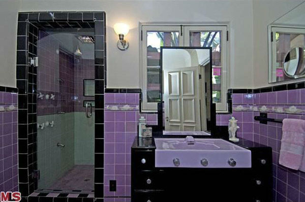 "<div class=""meta ""><span class=""caption-text "">The master bathroom in Rose McGowan's former home, located in the Loz Feliz neighborhood of Los Angeles, which was built in 1928 and has 4 bedrooms and 3 bathrooms. The Spanish-style home was sold for $1.7 million in May 2011. (MLS / Realtor.com)</span></div>"
