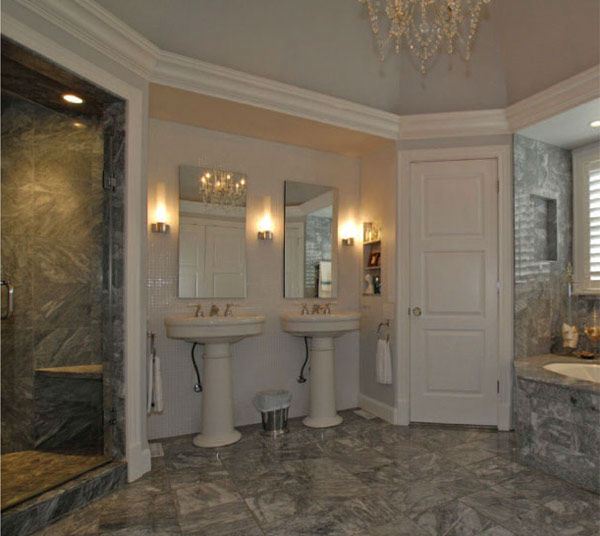 The master bathroom in Taylor Swift's four-bedroom, four-bathroom Northumberland Estate in Nashville, Tennessee, which she purchased for $2.5 million. The property was previously owned by Universal Music Group chairman Luke Lewis.