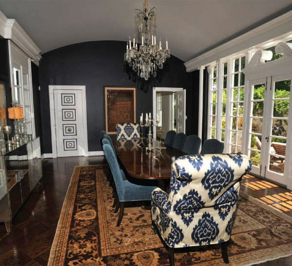 "<div class=""meta ""><span class=""caption-text "">The dining room in Taylor Swift's four-bedroom, four-bathroom Northumberland Estate in Nashville, Tennessee, which she purchased for $2.5 million. The property was previously owned by Universal Music Group chairman Luke Lewis. (Photo/Fridrich and Clark Realty)</span></div>"