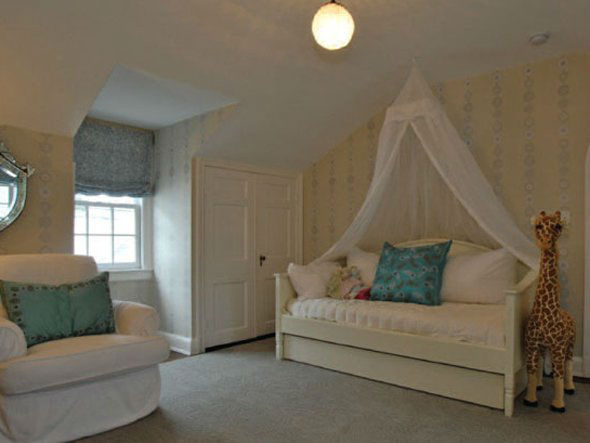 One of the bedrooms in Taylor Swift&#39;s four-bedroom, four-bathroom Northumberland Estate in Nashville, Tennessee, which she purchased for &#36;2.5 million. The property was previously owned by Universal Music Group chairman Luke Lewis. <span class=meta>(Photo&#47;Fridrich and Clark Realty)</span>