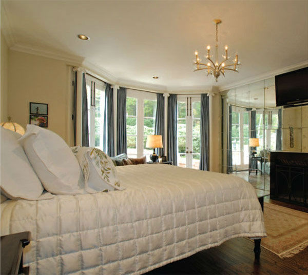 "<div class=""meta ""><span class=""caption-text "">The master bedroom in Taylor Swift's four-bedroom, four-bathroom Northumberland Estate in Nashville, Tennessee, which she purchased for $2.5 million. The property was previously owned by Universal Music Group chairman Luke Lewis. (Photo/Fridrich and Clark Realty)</span></div>"