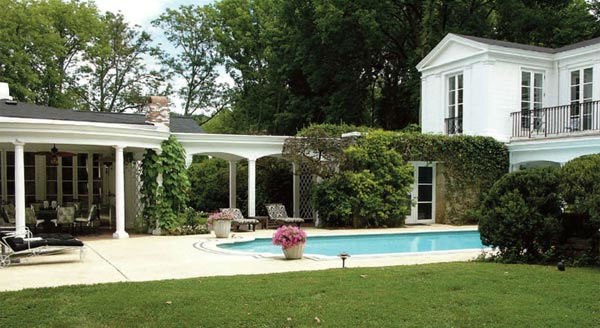 The pool and guest house of Taylor Swift's four-bedroom, four-bathroom Northumberland Estate in Nashville, Tennessee, which she purchased for $2.5 million. The property was previously owned by Universal Music Group chairman Luke Lewis.
