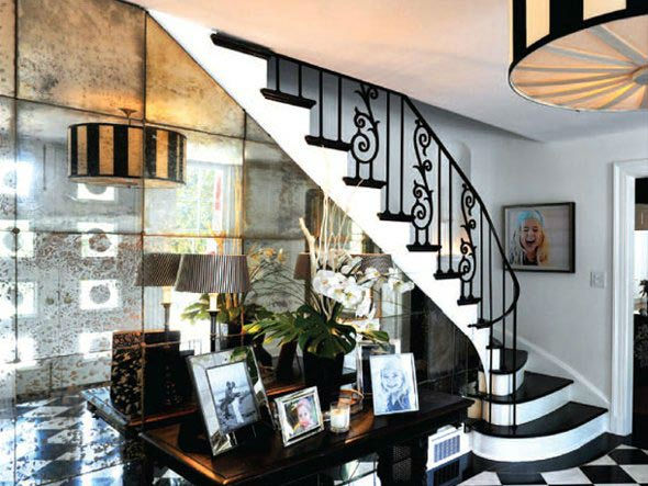 "<div class=""meta ""><span class=""caption-text "">The spiral staircase in Taylor Swift's four-bedroom, four-bathroom Northumberland Estate in Nashville, Tennessee, which she purchased for $2.5 million. The property was previously owned by Universal Music Group chairman Luke Lewis. (Photo/Fridrich and Clark Realty)</span></div>"