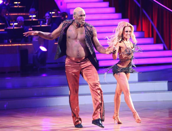 Los Angeles Laker Metta World Peace a.k.a. Ron Artest and his partner Peta Murgatroyd received 14 out of 30 from the judges for their Cha Cha Cha on the season premiere of &#39;Dancing With The Stars.&#39; <span class=meta>(ABC Photo&#47; Adam Taylor)</span>