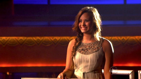 "<div class=""meta ""><span class=""caption-text "">Demi Lovato visited 'Dancing With The Stars' once again and performed 'Skyscraper' from her new album, 'Unbroken' on 'Dancing With The Stars: The Result Show' on Tuesday, September 27, 2011. (ABC Photo)</span></div>"