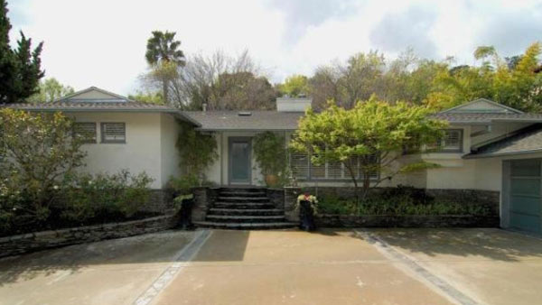 &#39;Gossip Girl&#39; actress Leighton Meester&#39;s new Encino, California home. The 2,847 square feet property is located on a lush hillside and has 4 bedrooms, 4.5 bathrooms, a black-bottomed pool and pool bar. The one-story house was built in 1948 and was recently renovated.  <span class=meta>(Photo&#47;Realtor.com)</span>