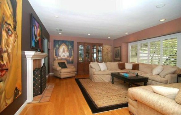 The sitting room at 'Gossip Girl' actress...