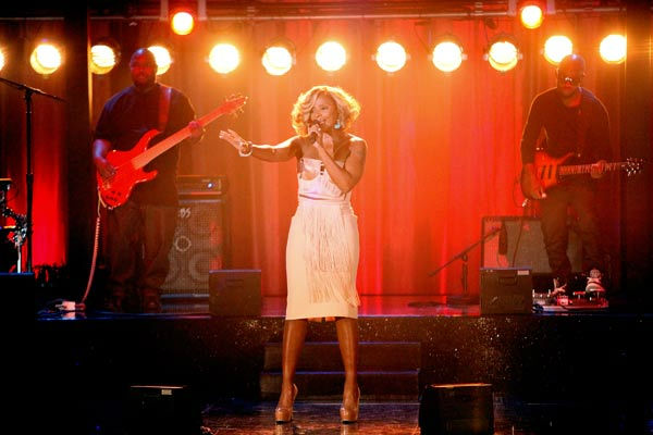 Mary J. Blige visited &#39;Dancing With The Stars&#39; to perform her hit song &#39;Real Love&#39; and new single &#39;25&#47;8&#39; on &#39;Dancing With The Stars: The Result Show&#39; on Tuesday, October 4, 2011. <span class=meta>(ABC Photo&#47; Adam Taylor)</span>