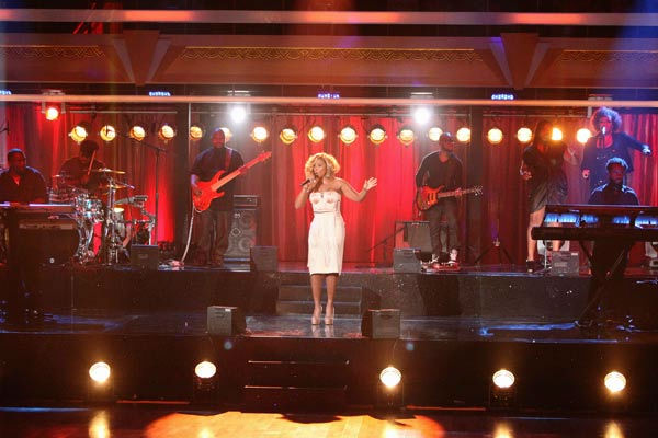 "<div class=""meta image-caption""><div class=""origin-logo origin-image ""><span></span></div><span class=""caption-text"">Mary J. Blige visited 'Dancing With The Stars' to perform her hit song 'Real Love' and new single '25/8' on 'Dancing With The Stars: The Result Show' on Tuesday, October 4, 2011. (ABC Photo/ Adam Taylor)</span></div>"