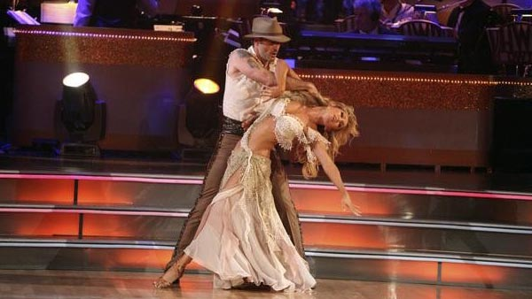 "<div class=""meta image-caption""><div class=""origin-logo origin-image ""><span></span></div><span class=""caption-text"">Actor David Arquette and his partner Kym Johnson received 23 out of 30 from the judges for their Paso Doble on the October 3 episode of 'Dancing With The Stars.' (Photo/ABC)</span></div>"