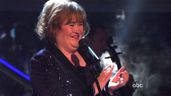 Susan Boyle, graced the stage with a rendition of &#39;Unchained Melody&#39; on &#39;Dancing With The Stars: The Result Show&#39; on Tuesday, October 11, 2011. She was accompanied by pro dancers Val Chmerkovskiy and Peta Murgatroyd.  <span class=meta>(ABC Photo)</span>