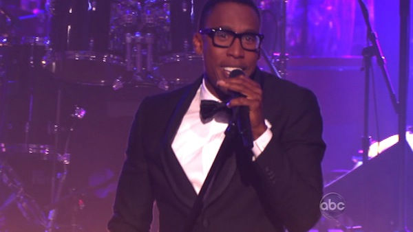 Singer Raphael Saadiq sang an original version of &#39;Soul Man&#39; on &#39;Dancing With The Stars: The Result Show&#39; on Tuesday, October 11, 2011. <span class=meta>(ABC Photo)</span>