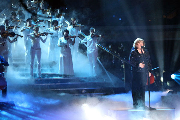 Susan Boyle, graced the stage with a rendition of 'Unchained Melody' on 'Dancing With The Stars: The Result Show' on Tuesday, October 11, 2011. She was accompanied by pro dancers Val Chmerkovskiy and Peta Murgatroyd.