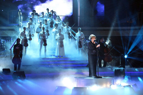 "<div class=""meta image-caption""><div class=""origin-logo origin-image ""><span></span></div><span class=""caption-text"">Susan Boyle, graced the stage with a rendition of 'Unchained Melody' on 'Dancing With The Stars: The Result Show' on Tuesday, October 11, 2011. She was accompanied by pro dancers Val Chmerkovskiy and Peta Murgatroyd.  (ABC Photo/ Adam Taylor)</span></div>"