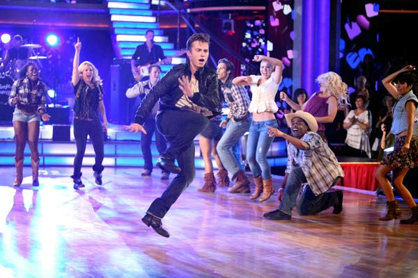 "<div class=""meta ""><span class=""caption-text "">'Dancing With the Stars' two-time champion Julianne Hough returned to perform a dancing duet with her 'Footloose' co-star Kenny Wormald to their remake of 'Holding Out For A Hero' on 'Dancing With The Stars: The Result Show' on Tuesday, October 11, 2011.  (ABC Photo/ Adam Taylor)</span></div>"