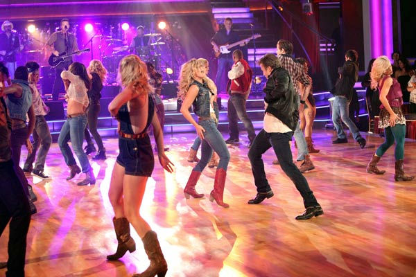 'Dancing With the Stars' two-time champion Julianne Hough and 'Footloose' co-star Kenny Wormald joined Country Music Awards Entertainer of the Year nominee Blake Shelton his performance of the 'Footloose' theme song on 'Dancing With The Stars: The Result