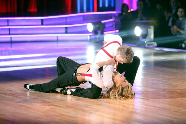 "<div class=""meta ""><span class=""caption-text "">'Dancing With the Stars' two-time champion Julianne Hough hit dance floor with her brother and 'Dancing With the Stars' three-time champion Derek Hough on 'Dancing With The Stars: The Result Show' on Tuesday, October 11, 2011. (ABC Photo/ Adam Taylor)</span></div>"