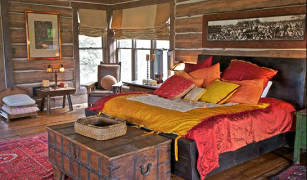 "<div class=""meta ""><span class=""caption-text "">The master bedroom the main house on Dennis Quaid's $14 million ranch property, which the actor bought 25-years ago from director Sam Peckinpah and actor Warren Oates. The 5315 square foot home, which Quaid built in 2000 with architect Frank Cikan, has 3 bedrooms, 3 1/2 bathrooms and features wide-plank hardwood floors salvaged from the Great Chicago Fire of 1871. There are also four guest houses, a ranch manager's home, a creek, horse facilities and an observatory. (Photo/Sothebysrealty.com)</span></div>"