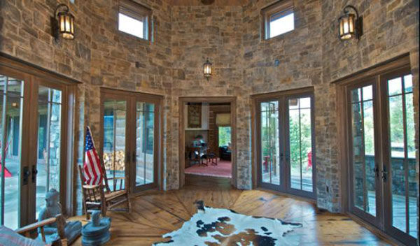 "<div class=""meta image-caption""><div class=""origin-logo origin-image ""><span></span></div><span class=""caption-text"">A sun room in the main house on Dennis Quaid's $14 million ranch property, which the actor bought 25-years ago from director Sam Peckinpah and actor Warren Oates. The 5315 square foot home, which Quaid built in 2000 with architect Frank Cikan, has 3 bedrooms, 3 1/2 bathrooms and features wide-plank hardwood floors salvaged from the Great Chicago Fire of 1871. There are also four guest houses, a ranch manager's home, a creek, horse facilities and an observatory.  (Photo/Sothebysrealty.com)</span></div>"