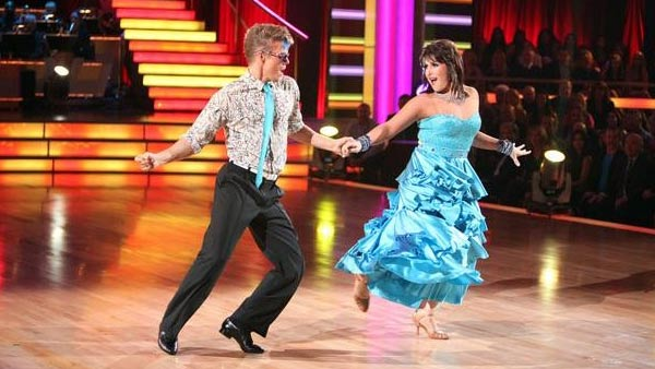 Talk show host and actress Ricki Lake and her partner Derek Hough received 24 out of 30 from the judges for their Fox Trot on the October 17 episode of 'Dancing With The Stars.'