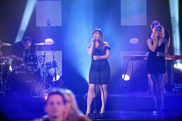 Kelly Clarkson performs on the ABC show 'Dancing With the Stars' stage on Oct. 18, 2011.
