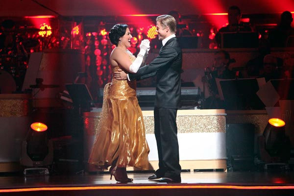 "<div class=""meta ""><span class=""caption-text "">Talk show host and actress Ricki Lake and her partner Derek Hough react to being safe on 'Dancing With The Stars: The Results Show' on Tuesday, October 25, 2011. The pair received 29 out of 30 from the judges for their Quickstep on the October 24 episode of 'Dancing With The Stars.' (ABC Photo/ Adam Taylor)</span></div>"