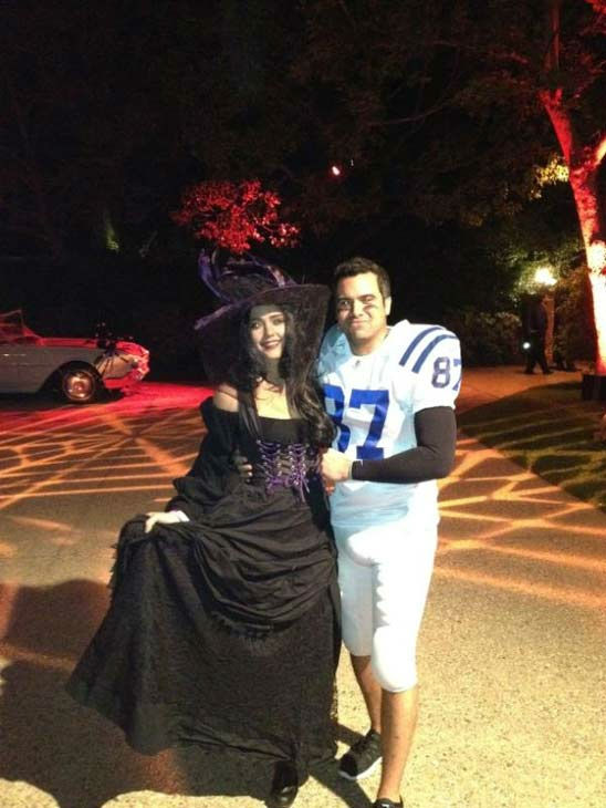&#39;My second night as a witch - better costume this time,&#39; Jessica Alba wrote on her official Twitter page on Saturday, October 29, 2011. <span class=meta>(Twitter.com&#47;JessicaAlba)</span>
