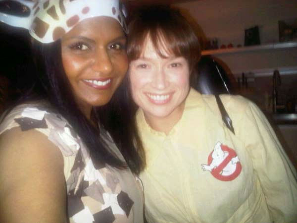 &#39;The Office&#39; stars Mindy Kaling and Ellie Kemper dressed up as a giraffe and a &#39;Ghostbusters&#39; character for Halloween on October 29, 2011. <span class=meta>(Twitter.com&#47;mindykaling)</span>