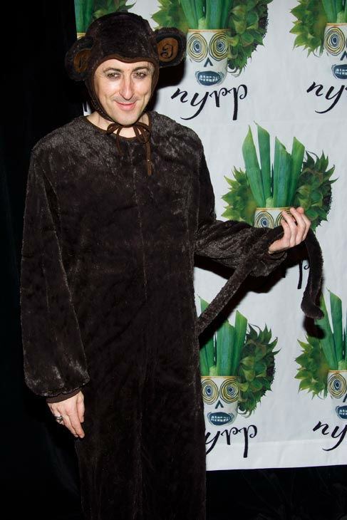 "<div class=""meta ""><span class=""caption-text "">Alan Cumming attends Bette Midler's Hulaween gala benefit for the New York Restoration Project, in New York, Friday, Oct. 28, 2011.  (AP Photo/Charles Sykes)</span></div>"