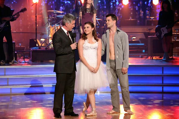 Recording artist Christina Perri sings her smash hit &#39;Arms,&#39; which was accompanied by Victoria Viren, a teen from Anaheim who survived a brain tumor and Kyle Robinson on &#39;Dancing With The Stars: The Results Show&#39; on Tuesday, November 1, 2011.   <span class=meta>(ABC Photo&#47; Adam Taylor)</span>