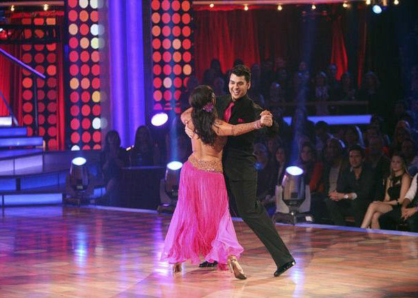 "<div class=""meta image-caption""><div class=""origin-logo origin-image ""><span></span></div><span class=""caption-text""> 'Keeping Up With The Kardashians' star Rob Kardashian and his partner Cheryl Burke received 27 points out of 30 from the judges for their Quickstep and 24 out of 30 for their Instant Jive, for a total of 51 points on the November 7 episode of 'Dancing With The Stars.' (ABC)</span></div>"