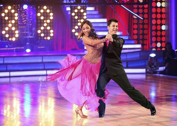 'Keeping Up With The Kardashians' star Rob Kardashian and his partner Cheryl Burke received 27 points out of 30 from the judges for their Quickstep and 24 out of 30 for their Instant Jive, for a total of 51 points on the November 7 episode of 'Dancing Wit