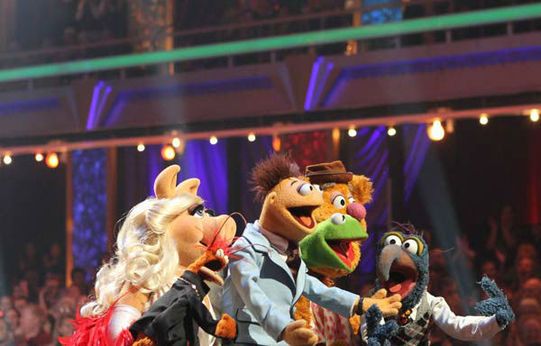The cast of Disney&#39;s &#39;The Muppets&#39; took over the &#39;Dancing With The Stars&#39; stage  for a performance of &#39;Life&#39;s a Happy Song,&#39; a single from their upcoming film &#39;The Muppets,&#39; on &#39;Dancing With The Stars: The Results Show&#39; on Tuesday, November 15.  <span class=meta>(ABC Photo&#47; Adam Larkey)</span>