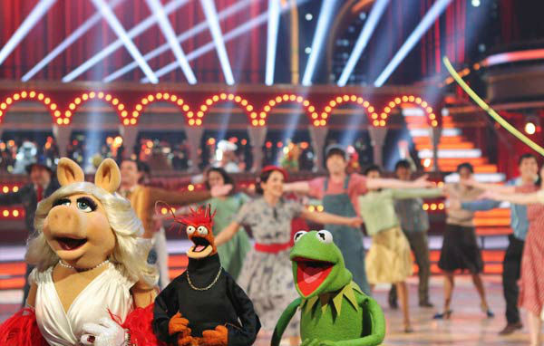 The cast of Disney's 'The Muppets' took over the 'Dancing With The Stars' stage  for a performance of 'Life's a Happy Song,' a single from their upcoming film 'The Muppets,' on 'Dancing With The Stars: The Results Show' on Tuesday, November 15.
