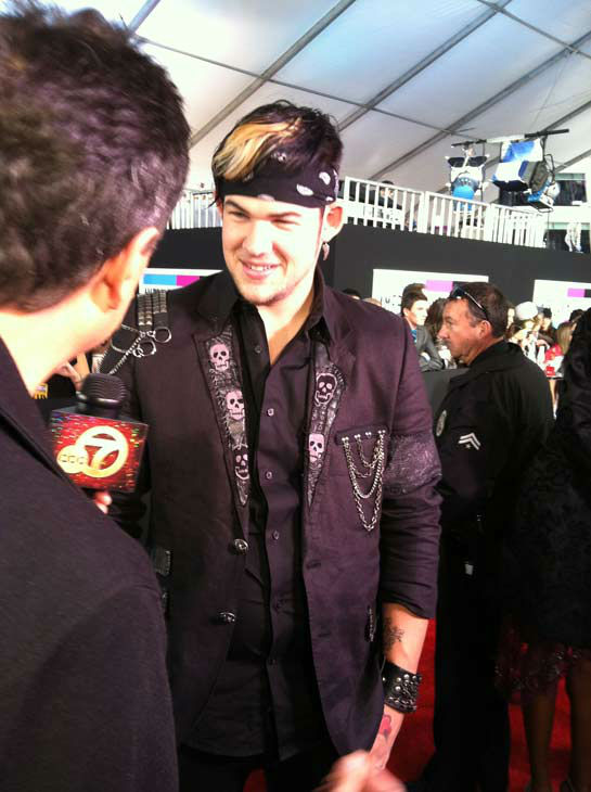 "<div class=""meta ""><span class=""caption-text "">James Durbin talks to OnTheRedCarpet.com 39th Annual American Music Awards on Sunday, Nov. 20, 2011 in Los Angeles. (OTRC Photo)</span></div>"