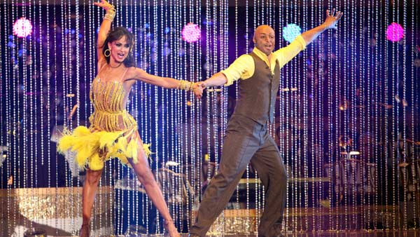 "<div class=""meta ""><span class=""caption-text "">'All My Children' actor and Iraq War veteran J.R. Martinez and his partner Karina Smirnoff received 24 out of 30 from the judges for their Cha Cha Cha and 30 out of 30 for their Freestyle dance for a total of 54 out of 60 points on the November 21 episode of 'Dancing With The Stars.''All My Children' actor and Iraq War veteran J.R. Martinez and his partner Karina Smirnoff received 24 out of 30 from the judges for their Cha Cha Cha and 30 out of 30 for their Freestyle dance for a total of 53 out of 60 points on the November 21 episode of 'Dancing With The Stars.' (ABC Photo)</span></div>"