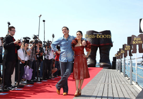 Actor Antonio Banderas &#40;L&#41; and actress Salma Hayek attend the &#39;Puss in Boots&#39; Photocall at Carlton Beach during the 64th Cannes Film Festival on May 11, 2011 in Cannes, France.  <span class=meta>(Andreas Rentz &#47; Getty Images &#47; Royalty-free)</span>