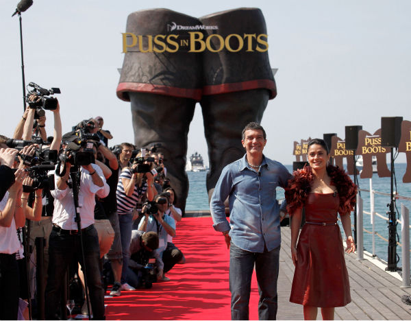 Actor Antonio Banderas &#40;L&#41; and actress Salma Hayek attend the &#39;Puss in Boots&#39; Photocall at Carlton Beach during the 64th Cannes Film Festival on May 11, 2011 in Cannes, France.  <span class=meta>(Lucian Capellaro &#47; Paramount Pictures)</span>