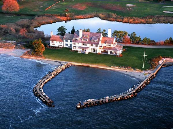 Katharine Hepburn's former Connecticut home sits on 3.4 acres of land and includes over 8,300 square feet of living space inside. It has three floors and six bedrooms, each with their own bathroom. <br /><br />The home also features seven and a half bathr