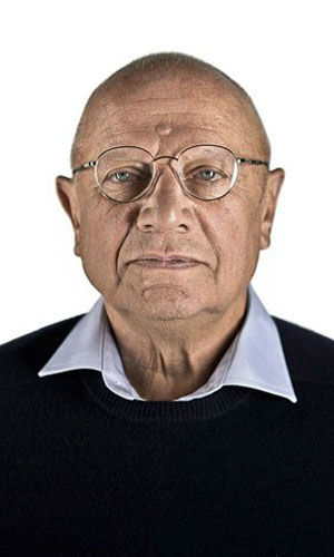 "<div class=""meta ""><span class=""caption-text "">Steven Berkoff as Dirch Frode Steven Berkoff plays Dirch Frode, Henrik Vanger's attorney. Frode encounters Lisbeth Salander when he commissions a background check on Craig's Blomkvist character from her employer Milton Security.  (Pictured: Berkoff in a promotional still for 'The Girl With The Dragon Tattoo.') (Columbia Pictures / MGM)</span></div>"