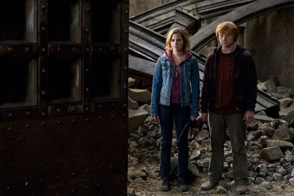 "<div class=""meta ""><span class=""caption-text "">Ron Weasley (Rupert Grint) and Hermione Granger (Emma Watson) appear in a scene from the 2011 film 'Harry Potter and the Deathly Hallows - Part 2.' (Warner Bros. Pictures)</span></div>"